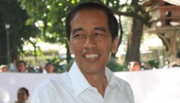 Foto Asik, Lee Teuk Undang Jokowi ke Konser Suju