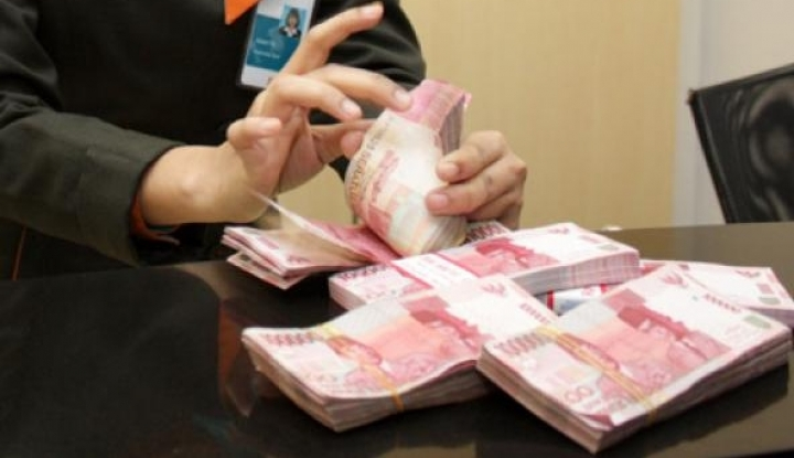 Uang Tunai dari Tangan ke Tangan, Dokter: Sangat Mungkin Menyebarkan Virus Corona!