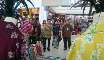 Foto Peringati Hari Batik Nasional, Omzet Penjualan Batik Balikpapan Naik 50 Persen