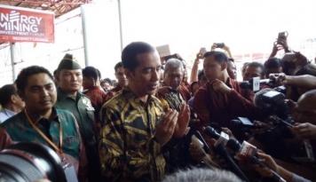 Foto Jokowi Disambut