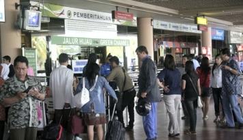 Foto Penerbangan Komersial di Bandara Palu Dibuka