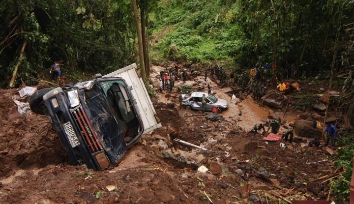 Dompet Dhuafa Terus Berikan Bantuan bagi Korban Banjir Bandang Lebak - Warta Ekonomi