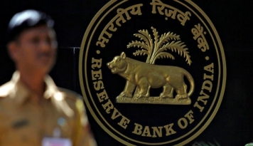 Foto Terlibat Penipuan $1,8 Miliar, Polisi Federal India Ringkus Pejabat Bank