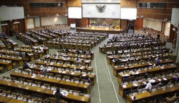 Foto DPR akan Undang Kemenlu Terkait TKA China yang Bekerja di Indonesia