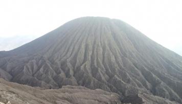 Foto Selama Liburan Wisatawan Padati Gunung Bromo