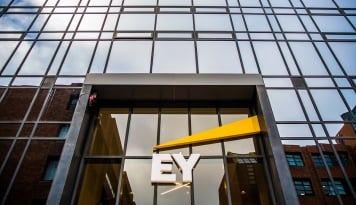 Foto Securities & Exchance Commission Mengenakan Denda kepada Ernst & Young