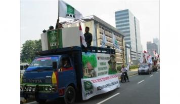 Foto Eks Walkot Jakbar Maju DPRD, Usai Dicopot Gubernur DKI