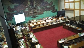 Foto Komisi IX Berikan Lima Rekomendasi Atasi TKA Ilegal