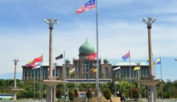 Foto Menlu Malaysia Sambut Warganya dari Korea Utara