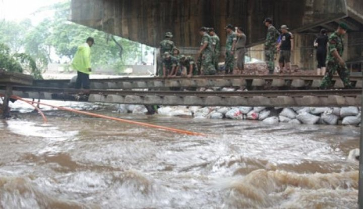 Foto Berita 72 Rumah di Mandailing Natal Hanyut Diterjang Banjir