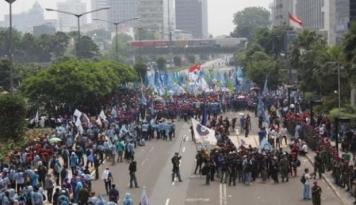 Foto Kamis Besok, Buruh Akan Demo Minta Naik Kenaikan Upah Rp650 Ribu