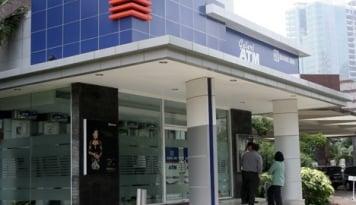 Foto Petugas Pantau Bank Atm  Sulutgo