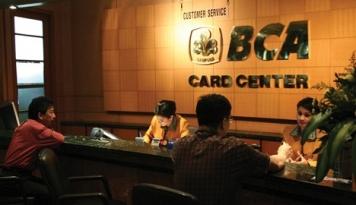 Foto Capping Bunga Kartu Kredit, BCA: Efek ke Pendapatan Hanya Sementara