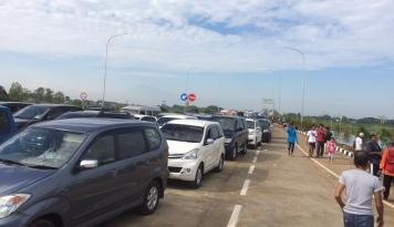 Foto Jalur Tol Jembatan Cisomang Kembali Dibuka