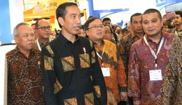 Foto Presiden Jokowi: Konservasi Harus Bertahan di Hutan Adat
