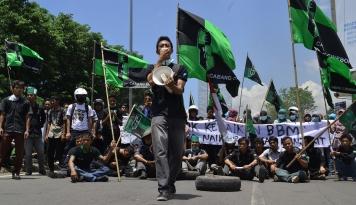 Foto Ketum PMII jadi Stafnya Jokowi, HMI Gak Iri?