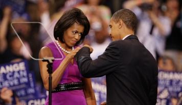 Foto Cuitan Michelle Obama Singgung Serangan Rasialis Donald Trump