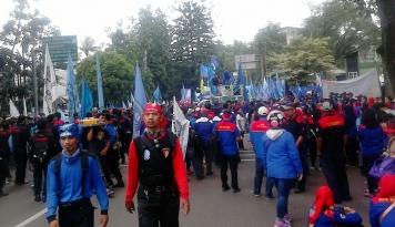 Foto Belum Dapat Gaji, Ribuan Buruh Demo Tuntut Haknya