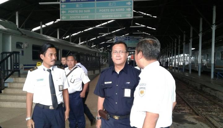 Foto Berita Edi Sukmoro Angkat Istri Masinis KA Sancaka Jadi Karyawan KAI