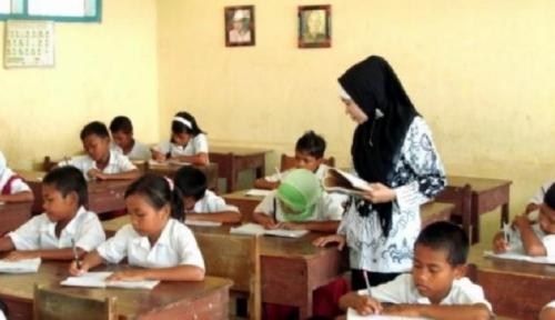 Foto PLN Latih 100 Guru Honorer di Banten