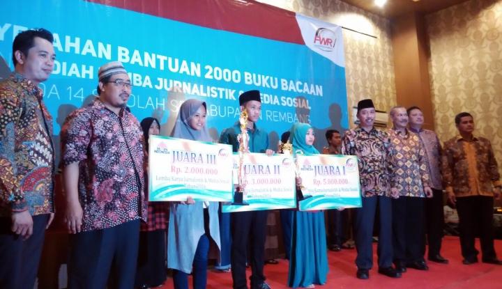 Semen Indonesia Beri Bantuan 2.000 Buku Untuk 14 Sekolah di Rembang - Warta Ekonomi