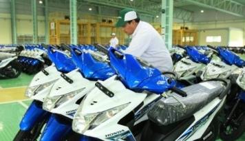 Foto DPR: Sanksi Yamaha dan Honda Bentuk Perlindungan Konsumen