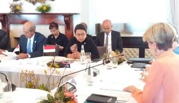 Foto Menlu Hadiri Pertemuan Trilateral Bahas Terorisme