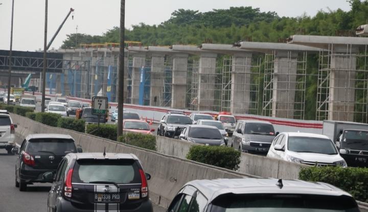 Foto Berita Proyek LRT dan Kereta Cepat Ditunda, Macet Berkurang?