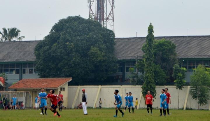 Foto Berita Potret Sepakbola di Indonesia, Suporter 'Gebuki' Wasit Sampai Masuk Rumah Sakit