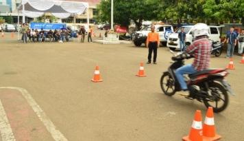 Foto Naikan Tarif Pengurusan STNK, IPW Cap Polri Arogan