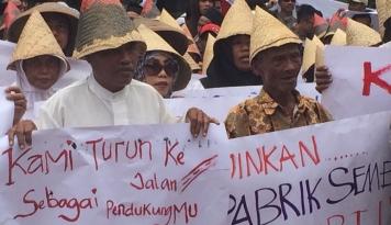 Foto Ketua DPR Berjanji Akan Terus Pantau Proses Hukum Pabrik SMGR di Rembang