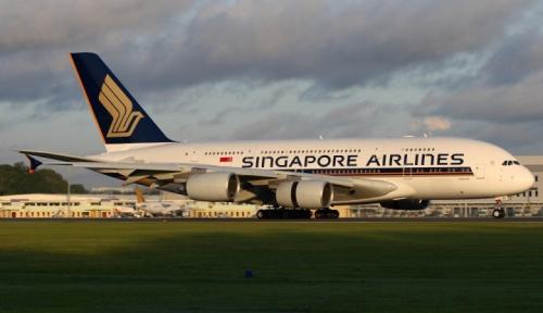 Foto Laba Bersih Singapore Airlines Tumbuh 32%
