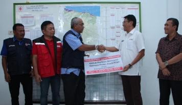 Foto Telkomsel Serahkan Donasi Rp1 Miliar untuk Korban Gempa Bumi di Pidie Jaya Aceh