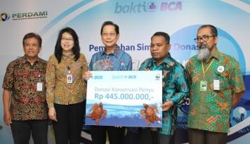 Foto Tingkatkan Komitmen ke Masyarakat, BCA Salurkan Donasi bagi WWF dan Perdami