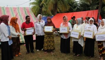 Foto Peduli Korban Gempa Aceh, DWP dan IIP KBUMN Lakukan Aksi Sosial