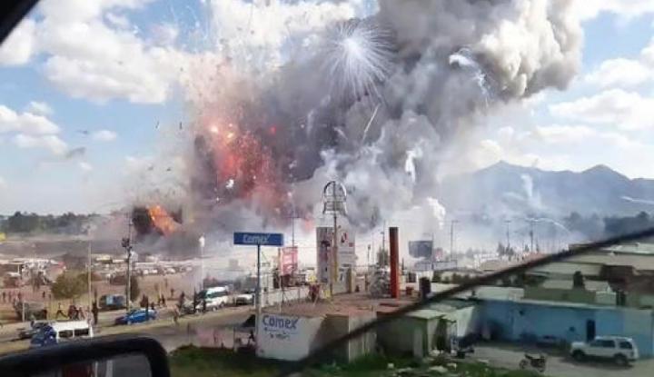Foto Berita Pasar Kembang Api Meledak di Meksiko, Puluhan Orang Tewas
