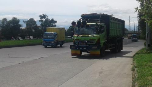 Foto Parah, Truk Lintasi Tol Jakarta-Cikampek 70 Persen