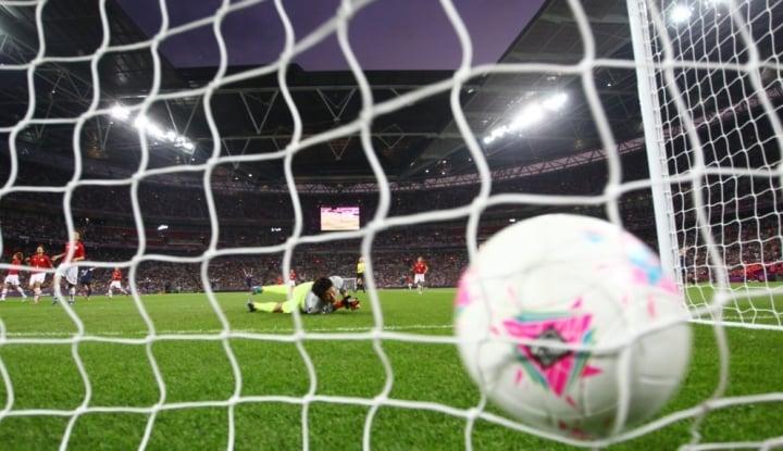 Foto Kiper Heroik Bravo Kirim Chile Ke Final