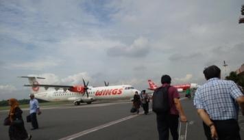 Foto Oknum TNI Bercanda Bawa Bom di Pesawat
