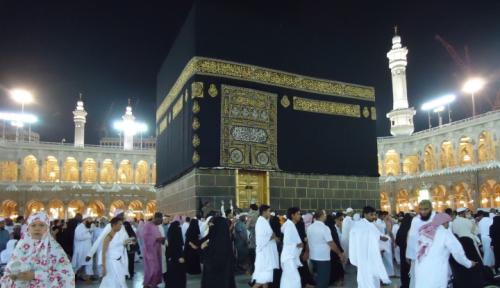 Foto Masjid Suci Disterilisasi 4 Kali Sehari biar Hindarkan Virus Corona Menyebar