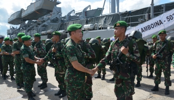 Foto Mabes TNI Cek Kesiapan Satgas Raider 732