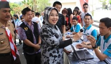 Foto Sylviana: Membangun Jakarta Tidak Harus Menyakiti Masyarakat