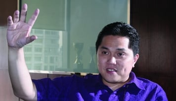 Foto Erick Thohir 'Gulingkan' Ari Askhara dari Garuda, Saham GIAA Meringis!