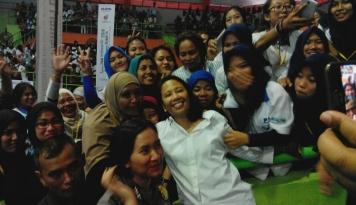 Foto Menteri Rini Minta UMKM Pasarkan Produknya di Internet