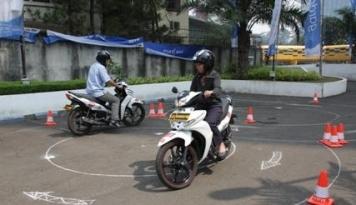 Foto #1klik1kebaikan, Asuransi Astra Kampanyekan Aman Berkendara