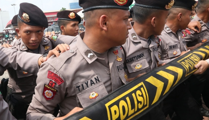 Foto Berita Polisi Saling Baku Hantam, Satu Tewas