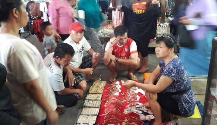 Foto Berita WNA China Penjual Perhiasan Palsu di Sulsel Dideportasi