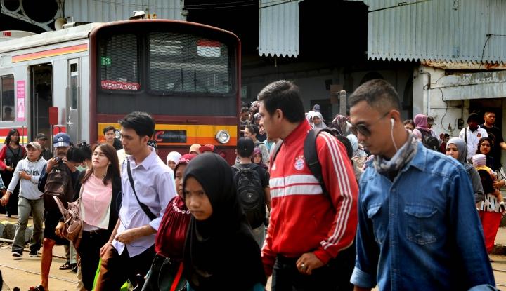 Anjlok Pagi ini, Pihak Commuter Line Diminta Gratiskan Penumpang Besok - Warta Ekonomi