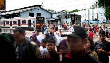 Foto Peserta Reuni 212 Membludak, KCI Tambah Personel untuk Antisipasi