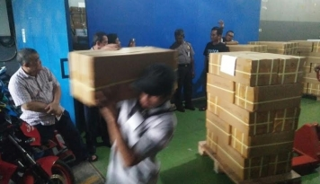 Foto KPUD: 7,2 Juta Surat Suara Tiba di Jakarta pada 22 Januari